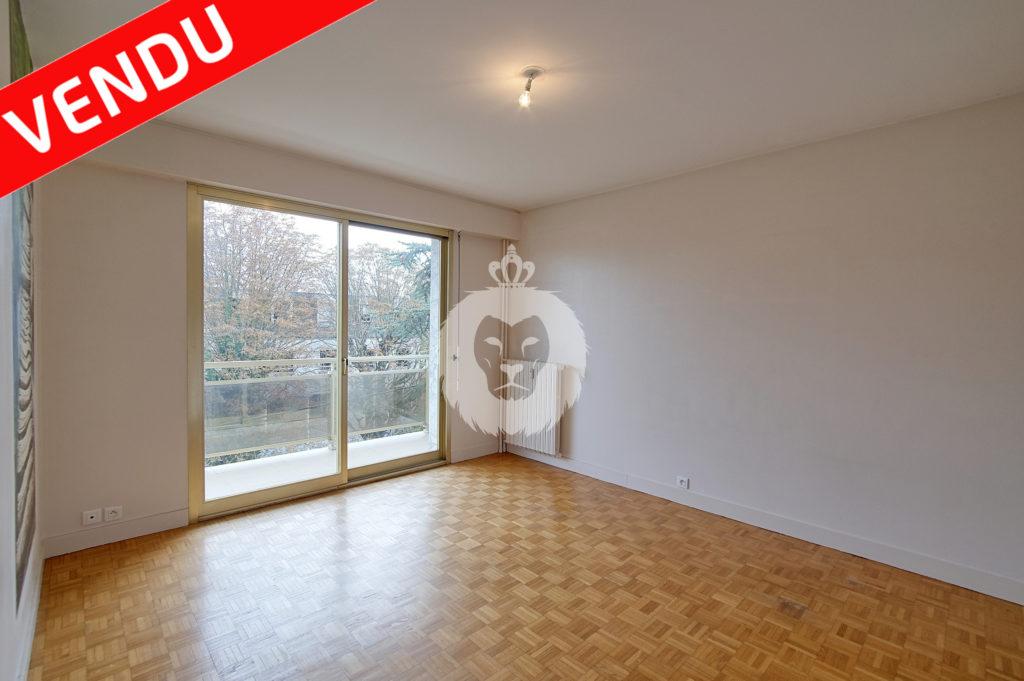 Studio avec balcon vendu, rue Chevalier à La Varenne Saint Hilaire, eric janvier avec king immobilier